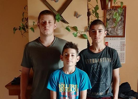 Стипендии за три сърдечни момчета, останали без баща!