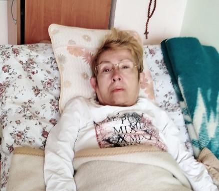 Неподвижна, изоставена жена моли за помощ!