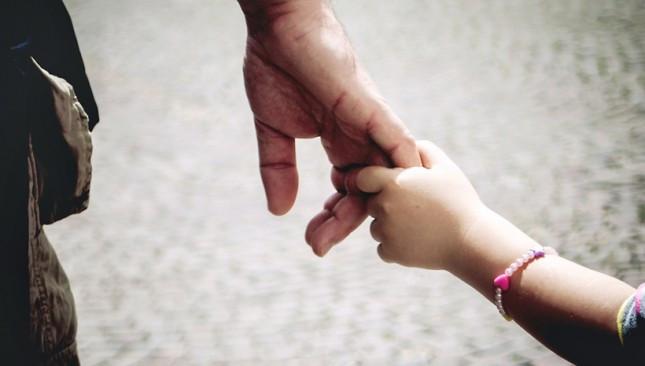 Самотен баща и детето му се нуждаят от нашата подкрепа