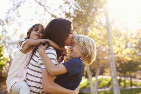 Две прекрасни дечица и майка им се борят да оцелеят!